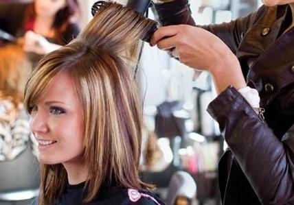 Мелирование вредит волосам